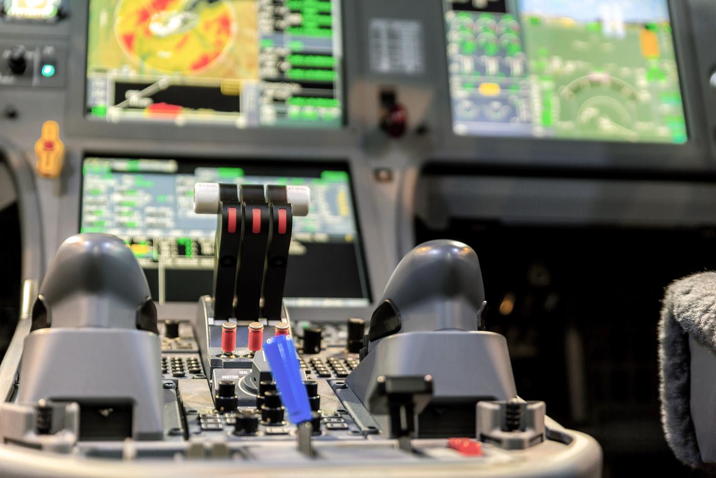 LX-LXL-cockpit-zoom